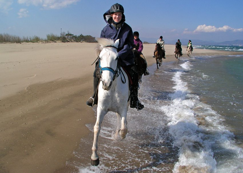 Enjoy horseback riding on the beach in Spain on the Mediterranean Trail