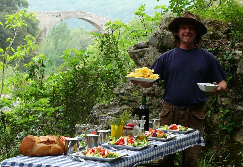 Enjoy good Spanish food en route while on the Mediterranean Trail horse riding tour