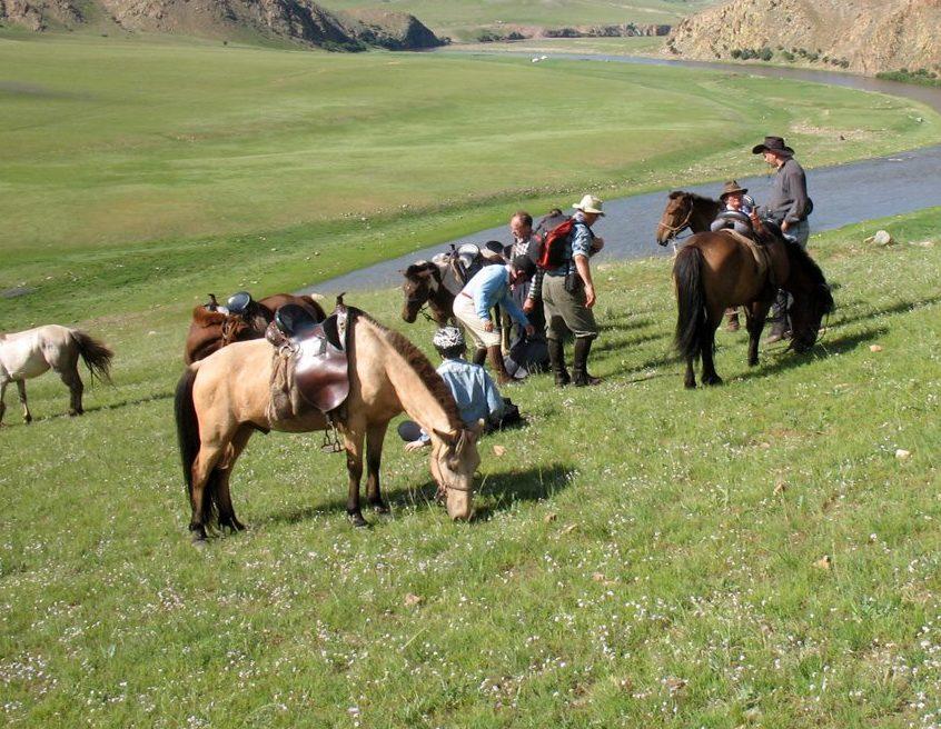 Enjoy riding horses on the steppe on the Karakorum horseback riding holiday